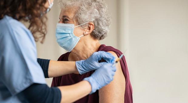 Trwają zapisy na szczepienia dla osób w wieku 69 lat