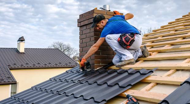 Dlaczego blachodachówka jest tak popularnym pokryciem dachowym?