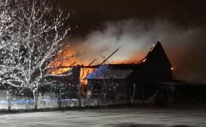 Stodoła i budynek gospodarczy spłonęły w gospodarstwie w gminie Orły, Fot. OSP Orły