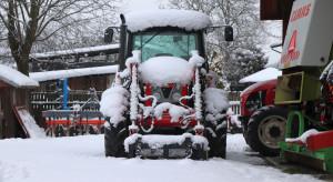 """Traktory na """"zimówkach"""" już od następnej zimy! Nowy obowiązek i kary"""