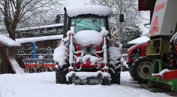 """Wyjaśniamy: Stosowanie """"zimówek"""" w traktorach nie będzie obowiązkowe"""