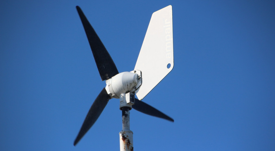 Czy warto zainwestować w małą instalację wiatrową?