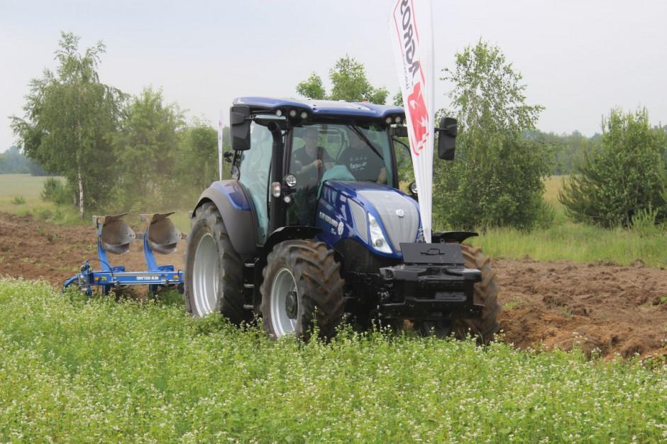 New Holland T5.140 AC w wersji BluePower podczas pokazów w firmie Agros Wrońscy, fot.kh