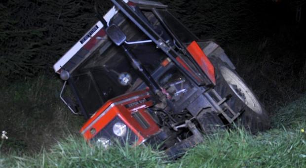 Jeden wypadek - dwóch zatrzymanych traktorzystów