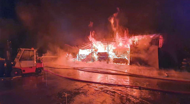 Płonął tartak - w akcji 16 zastępów straży pożarnej