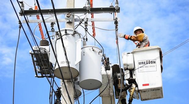 Czy instalacja fotowoltaiczna produkuje prąd przy zaniku napięcia w sieci?