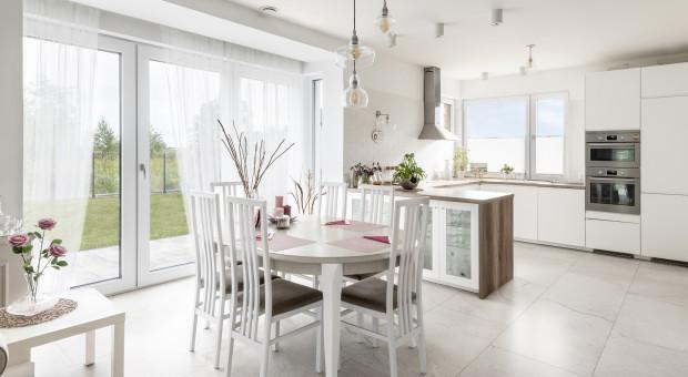 Jak wybrać funkcjonalne okno do kuchni?