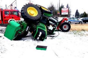 Traktorzysta miał wiele szczęścia, skoro wyszedł z kolizji cało, Foto: Policja