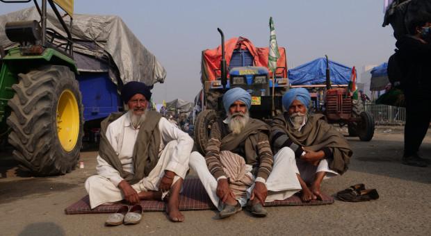 Tysiące protestujących rolników zablokowało autostrady w Indiach