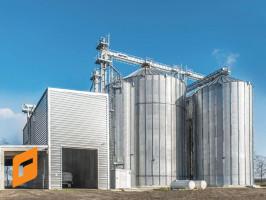 Rolnikom nastawionym na ekonomiczne rozwiązania, a w dodatku zainteresowanym małą rotacją zboża w zbiornikach polecamy wybór silosów płaskodennych.  Foto. Feerum