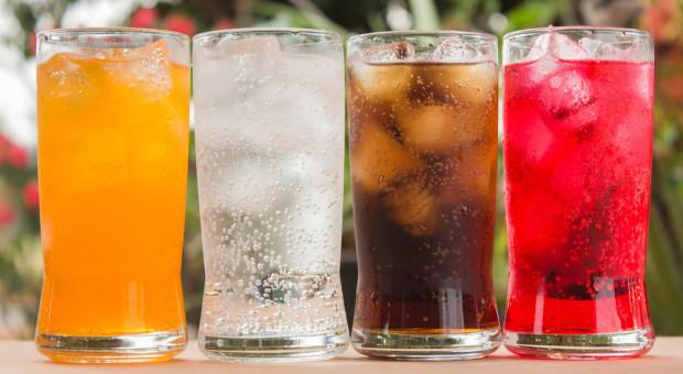 Po wejściu podatku cukrowego średnia cena za litr napojów gazowanych wzrosła o 23 proc.