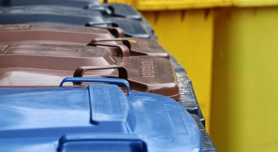 Resort klimatu: niektóre gminy będą mogły być zwolnione z 5-pojemnikowej zbiórki śmieci