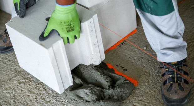 Jak poprawnie rozpocząć prace murarskie przy wznoszeniu domu?