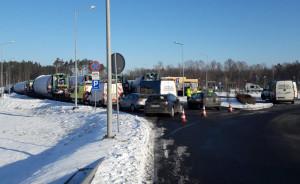 Tiry z elementami turbin zostały skierowane na parking i zatrzymane