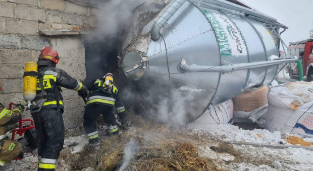 Silos runął na zbiornik z paliwem. Wybuchł pożar