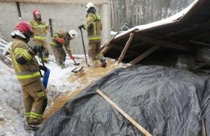 Strażacy zabezpieczyli przed wilgocią ziarno, Fot. OSP Suchowola