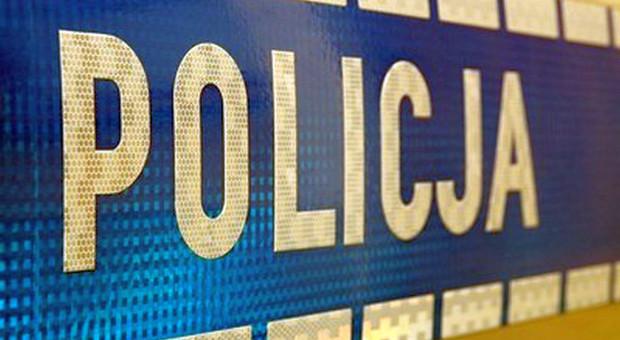 Nietrzeźwy dziadek uciekał z wnuczką ciągnikiem przed policjantami