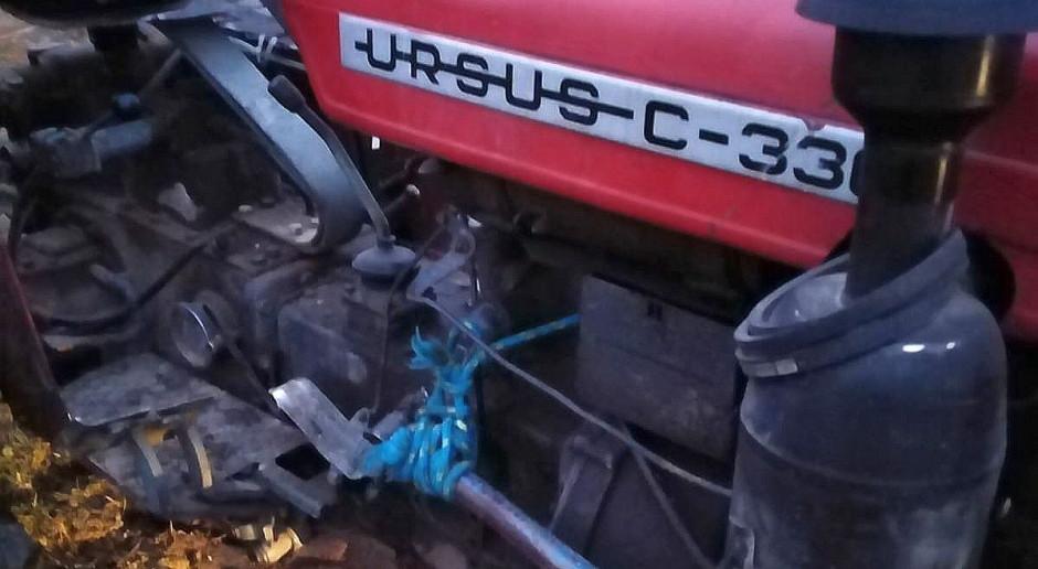 Traktorzysta pijany, a ciągnik związany sznurkiem