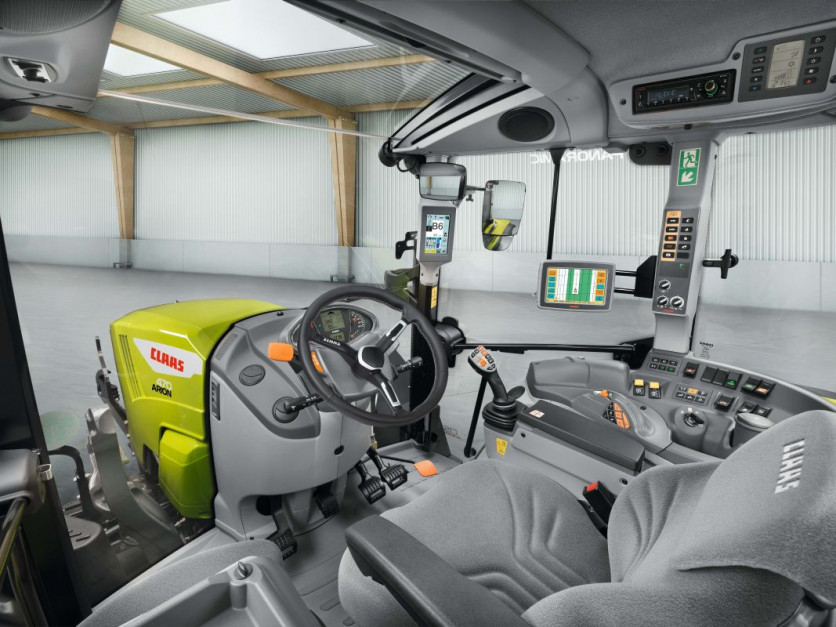 Nowy Claas Arion 400 Stage 5   06.jpg