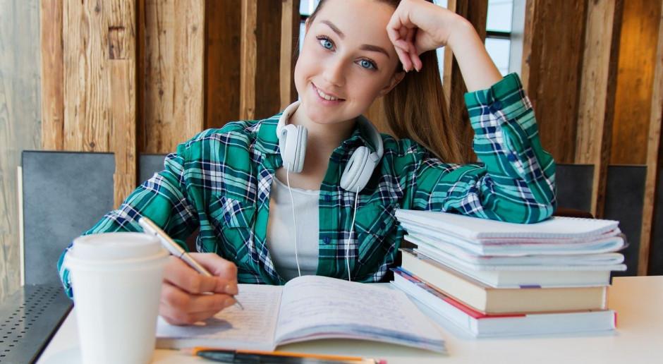 Rok szkolny 2021/2022 z nowymi lekturami, bez czwartego przedmiotu na egzaminie ósmoklasisty i bez ustnych matur
