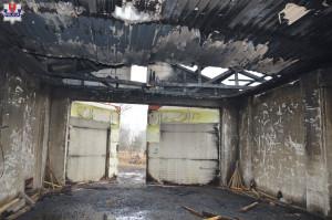 Ogień strawił strop i dach suszarni, oraz suszące się deski, Fot. Policja