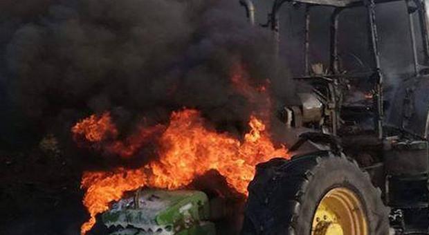 W komisie spłonęło 7 ciagników