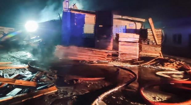 Milionowe straty w pożarze tartaku