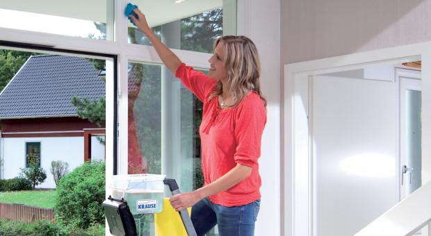 Jak bezpiecznie i dokładnie myć okna?