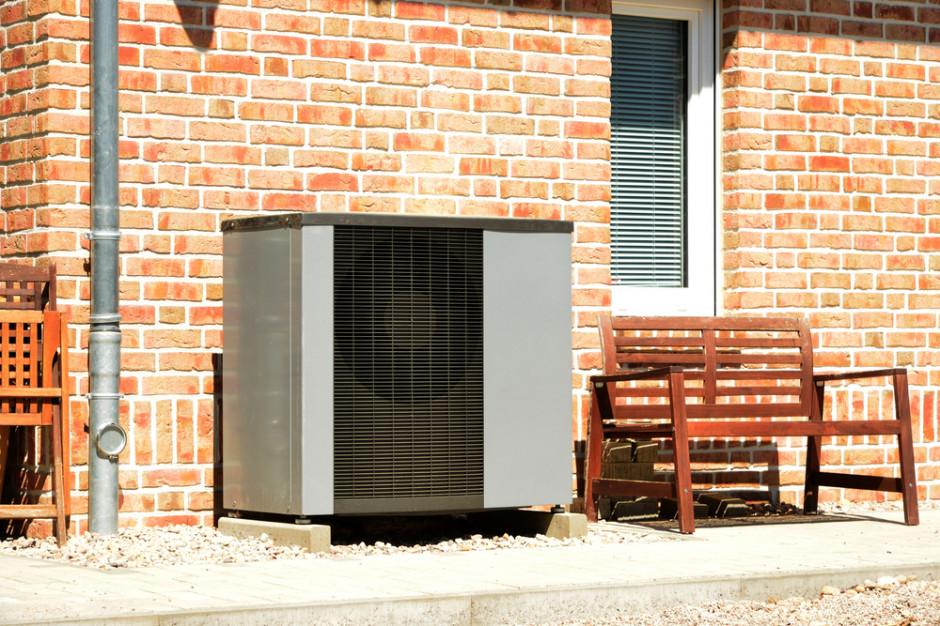 Co zrobić, gdy zapotrzebowanie na moc grzewczą dużego budynku przekracza możliwości pompy ciepłej? Foto. Shutterstock
