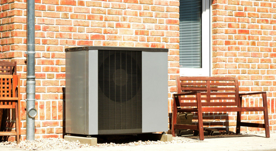 Na jakie parametry zwrócić uwagę wybierając pompę ciepła do domu?