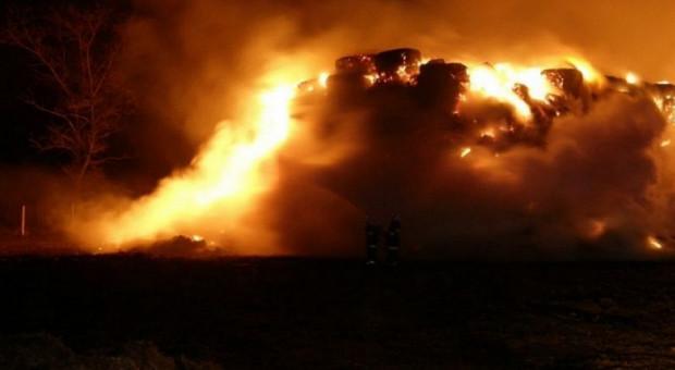 Pożar słomy, przyczyną prawdopodobnie podpalenie