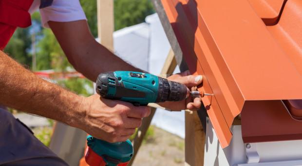 Jakie pokrycie dachowe sprawdzi się przy budowie nowego domu?