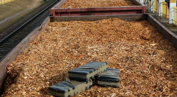 Papierosy w wagonach ze zrębkami drewna