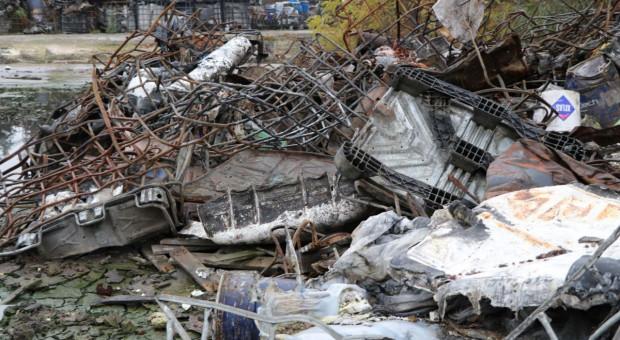 Pogorzelisko po spalonym składowisku odpadów w Nowinach zostanie sprzątnięte