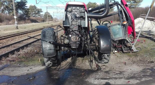 Traktorzysta w szpitalu po zderzeniu z pociągiem