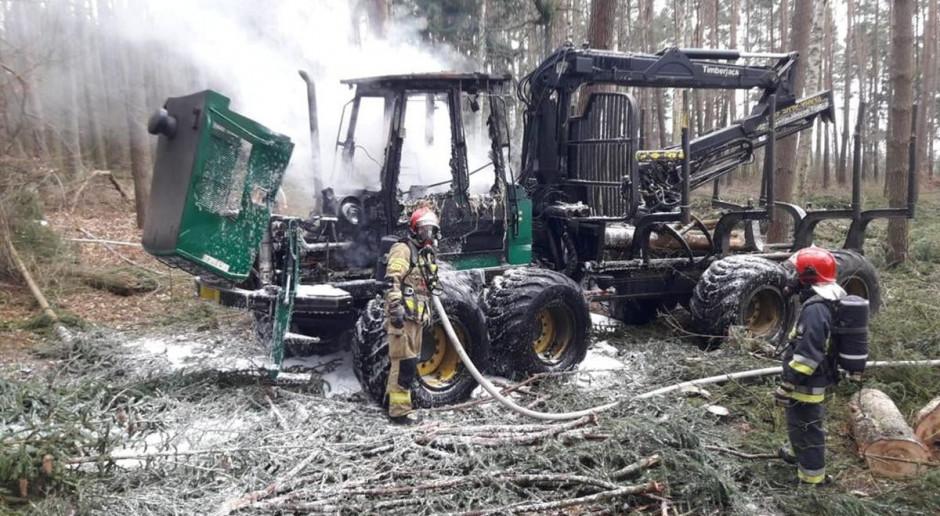 Forwarder płonął w lesie