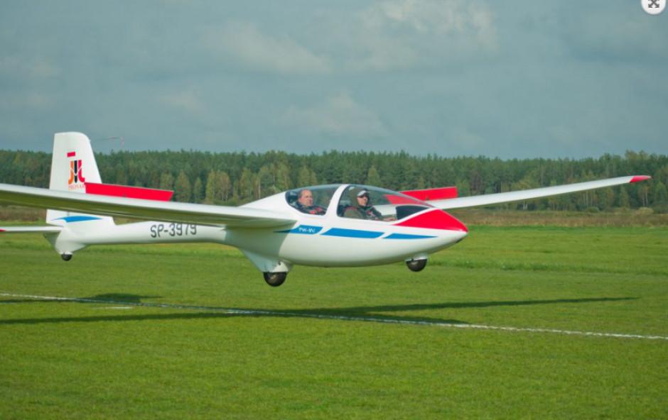 Ośrodek szkolenia Lotniczego w Narwi od roku skupia wokół siebie pasjonatów lotnictwa fot. Pronar