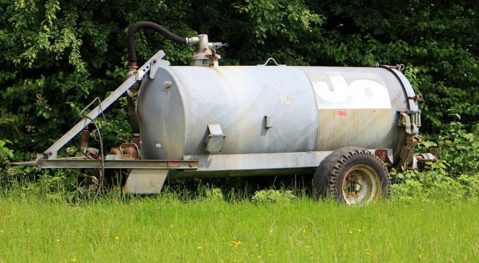 Niemcy: Wywróciła się beczka za ciągnikiem, gnojowica zalała piwnicę