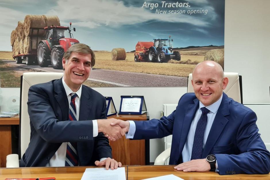 Simeone Morra z Argo Tractors (z lewej) i Waldemar Zaremba, dyrektor generalny Argo Polska, fot. Argo Polska