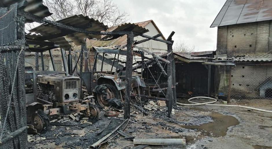 Spłonęły traktory i sprzęt rolniczy