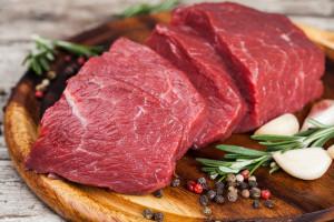 Ukraina: Spadek produkcji mięsa, mleka, jaj i pogłowia zwierząt