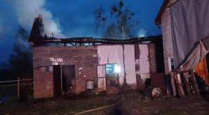 W stodole spaliły się maszyny rolnicze, fot. OSP Słupica