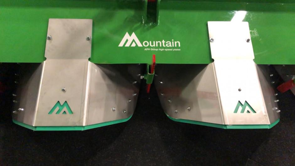 Płyty Mountain sadzarki Baselier posiadają plastikowe ślizgi fot.APH