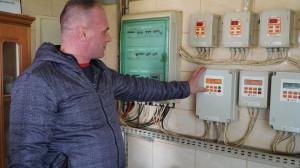 System czujników zapewnia kontrolę nad optymalnym funkcjonowaniem wentylacji, czy systemem zadawania paszy. fot. materiały prasowe