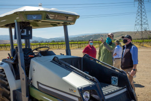 Wdrożenie pierwszego elektrycznego ciągnika Monarch w kalifornijskiej winnicy Wente, fot. Facebook/Monarch Tractor