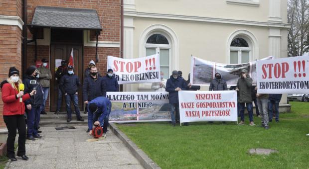 O co walczą podlascy rolnicy protestujący pod białostockim RDOŚ-iem?