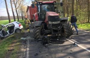 Pod Grodziskiem Wlkp. ciągnik zderzył się z autem, Foto: PSP Grodzisk Wlkp.