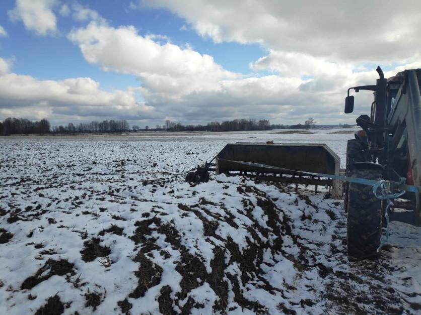 Wytwarzanie kompostu polega na natlenieniu materii organicznej, na zdjęciu do tego procesu został wykorzystany aerator skonstruowany przez rolnika. Fot. S. Domagała