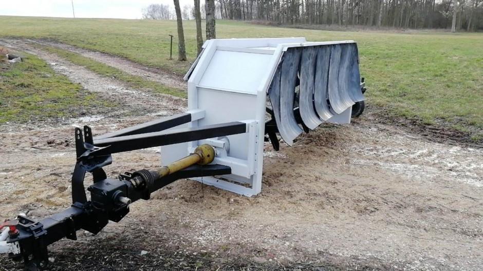 Do napowietrzania większych ilości materii organicznej warto posiadać specjalistyczną maszynę zwaną areatorem, bądź wykonać ja samemu jak na zdięciu. Fot. S. Domagała