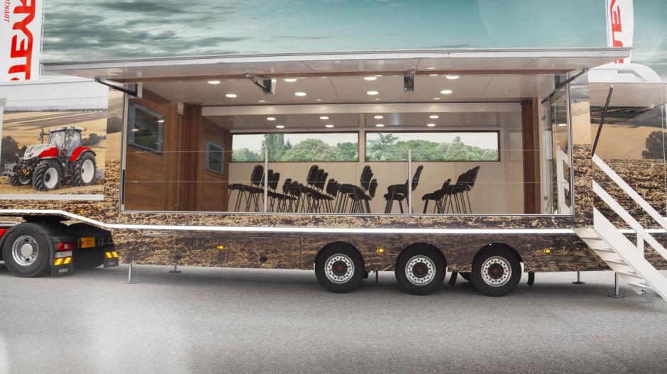 Ciężarówka Steyr zmieniająca się w centrum konferencyjne, multimedialne i kateringowe, fot. Steyr